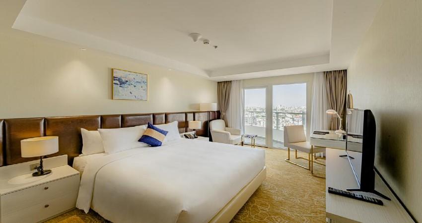 Phòng hướng phố La Vela Saigon Hotel